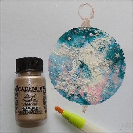 4.-Metalickou-barvou-namalujeme-očko-vánoční-ozdoby_WEBSIZE